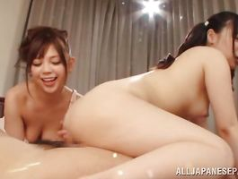 Pal enjoys stretching Kokoa Aisu's appealing nana beyond repair