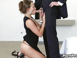 Stupendous chick enjoys a foreplay