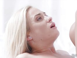 Lascivious blond Vinna Reed is playing with a huge fuckmate's 10-pounder