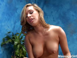 Pretty blond nympho Kennedy Leigh bangs with her hung foreman